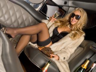 обои Дорогая девица в лимузине фото