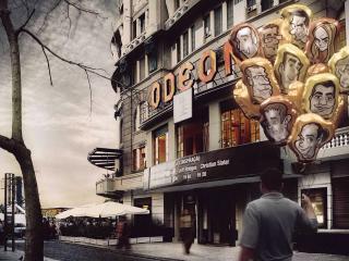 обои На улице города мужчина с шарами-карикатурами фото