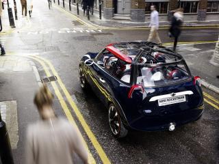 обои Машина на перекрестке нешироких улиц города фото