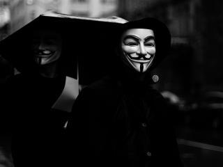 обои Под зонтом двое в масках фото
