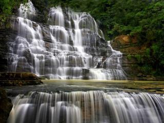 обои Ступенчатый водопад фото