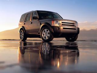 обои Land Rover на мокром асфальте фото