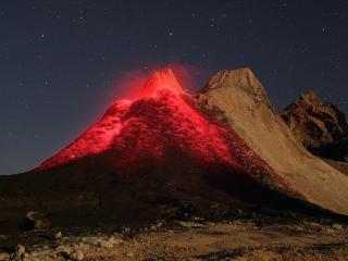обои Вулкан в ясную ночь фото
