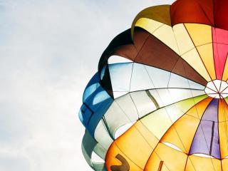 обои Разноцветный купол парашюта фото