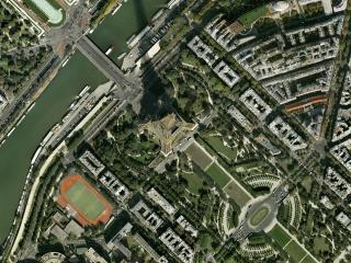 обои Париж у башни эйфелевой с высоты полета фото