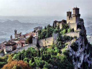 обои Крепость на скале фото