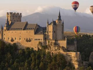 обои Воздушные шары над старинным замком фото