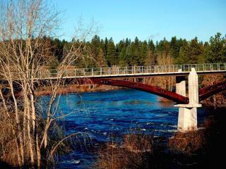 обои Мост через неширокую речку фото