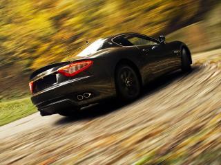 обои Maserati на крутом повороте фото