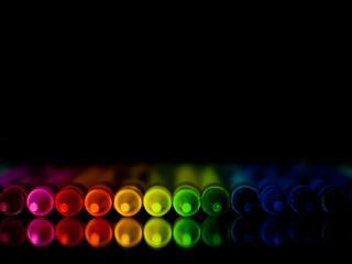 обои Разноцветные фломастеры в полумраке фото