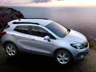 обои Opel Mokka на скалистом берегу фото