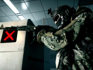 обои Спецназовец в здании с автоматом фото