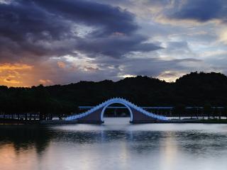 обои Мост с аркой для прохода катеров и яхт фото