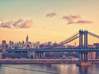обои Панорама моста и города в лиловый закат фото