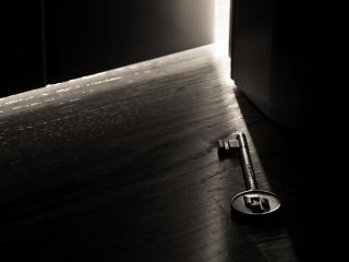 обои Старый ключ на полу фото