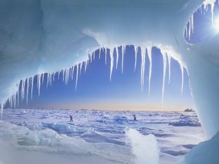 обои Окно ледяной пещеры фото