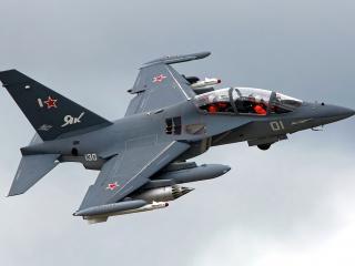 обои Як-130 в полете фото