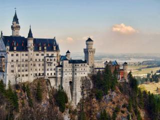 обои Замок на скале с синими куполами фото