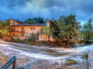 обои Поворот реки в городке фото