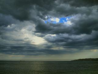 обои Дождливый день на море фото