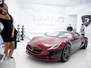 обои Rimac Concept_One 2011 девушка фото