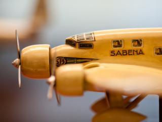 обои Игрушечная модель самолета фото