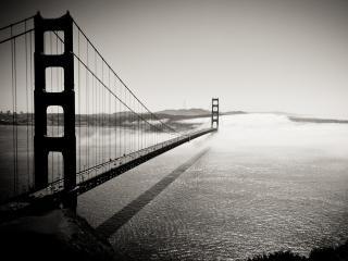 обои Огромный мост уходящий в туман фото