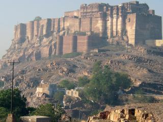 обои Замок на вершине горы фото