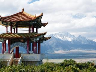 обои Китайская постройка на фоне гор фото