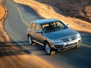 обои Volkswagen Туарег на дороге фото