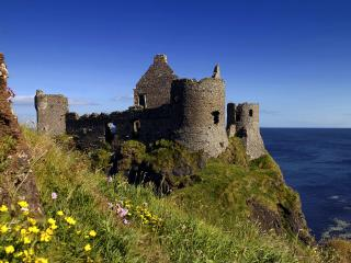 обои Руины старого каменного дворца на скале у моря фото