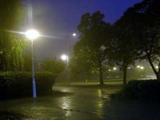 обои Фонари под дождём фото