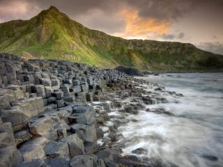 обои Ступенчатые камни на берегу фото