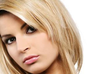 обои Личико красивой блондинки на фото фото