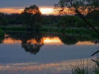 обои Тихий закат на деревенском пруду фото