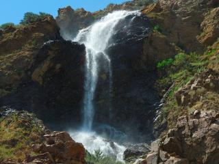 обои Каскад водопада летним днем фото