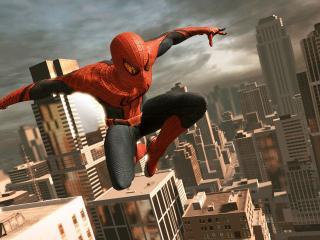 обои Человек-паук в полете над городом фото