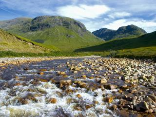 обои Летний горный, каменистый ручей фото