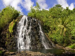 обои для рабочего стола: Небольшой водопад реки в тропиках