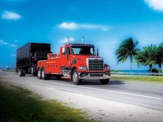 обои Freightliner Coronado Day Cab Recovery Truck 2002 сбоку фото