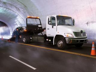 обои Hino 258ALP Tow Truck 2007 бок фото