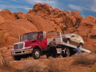 обои International DuraStar 4300 Tow Truck 2002 бок фото