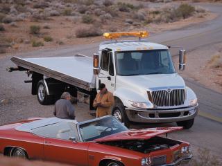 обои International DuraStar 4300 Tow Truck 2002 сбоку фото