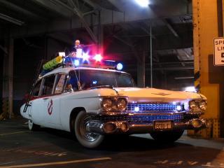 обои Cadillac Ambulance Ectomobile by Miller-Meteor 1984 белый фото