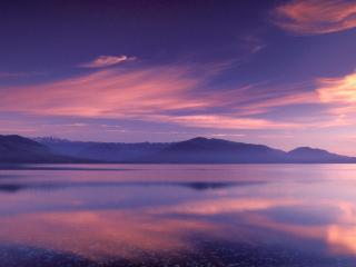 обои для рабочего стола: Фиолет заката над чистым озером