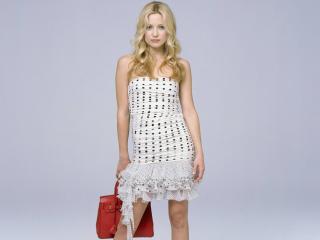 обои Kate в белом платье с красной сумкой фото