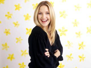 обои Kate смеется на фоне белых обоев с желтыми звездами фото