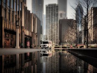 обои Дождливая улица в большом городе фото
