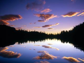 обои Облака над вечерним озером фото