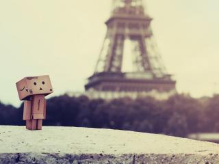 обои Danbo - На камне в Париже фото